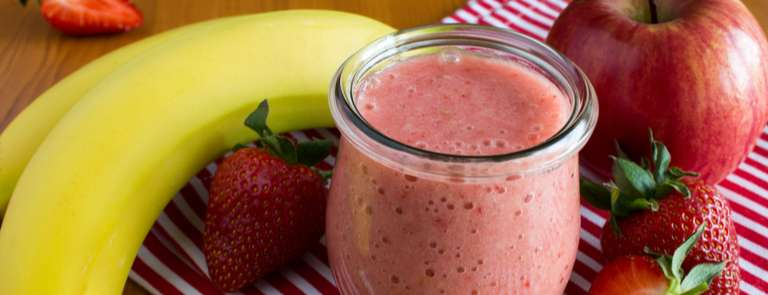 smoothie made from bananas, apples and strawberries