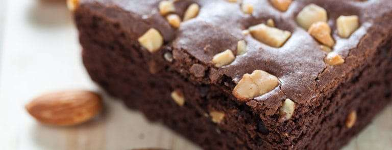 Chocolate brownie with almond topping