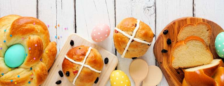 hot cross buns on easter table